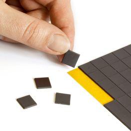 Takkis 10 x 10 mm selbstklebende Magnetplättchen, 160 Plättchen pro Bogen