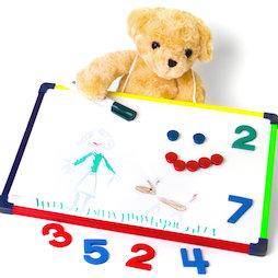 KMWB-2840, Tableau blanc pour enfants 28 x 40 cm, pour dessiner, jouer, écrire & apprendre, utilisable des deux côtés, magnétique