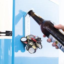 M-91, Apribottiglie magnetico 'Captor', per il montaggio sul frigorifero o simili, con raccoglitore di tappi a corona sul lato anteriore
