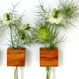 Pratico vaso da fiori magnetico in legno